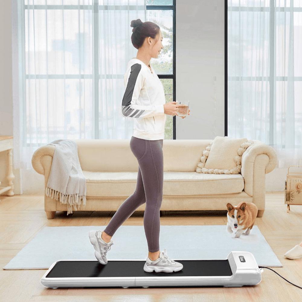 WalkingPad C2 intelligens sétagép 180 fokos összecsukható futópad elektromos fitnesz tornafelszerelés Intelligens lábsebesség-szabályozás 12 sebességfokozat állítható edzéshez vezeték nélküli távirányítóval, LED-kijelző alacsony zajszint - fehér